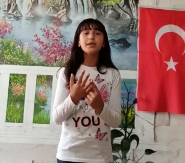 11 yaşındaki Suriyeli Fatma'dan Türkiye için dua