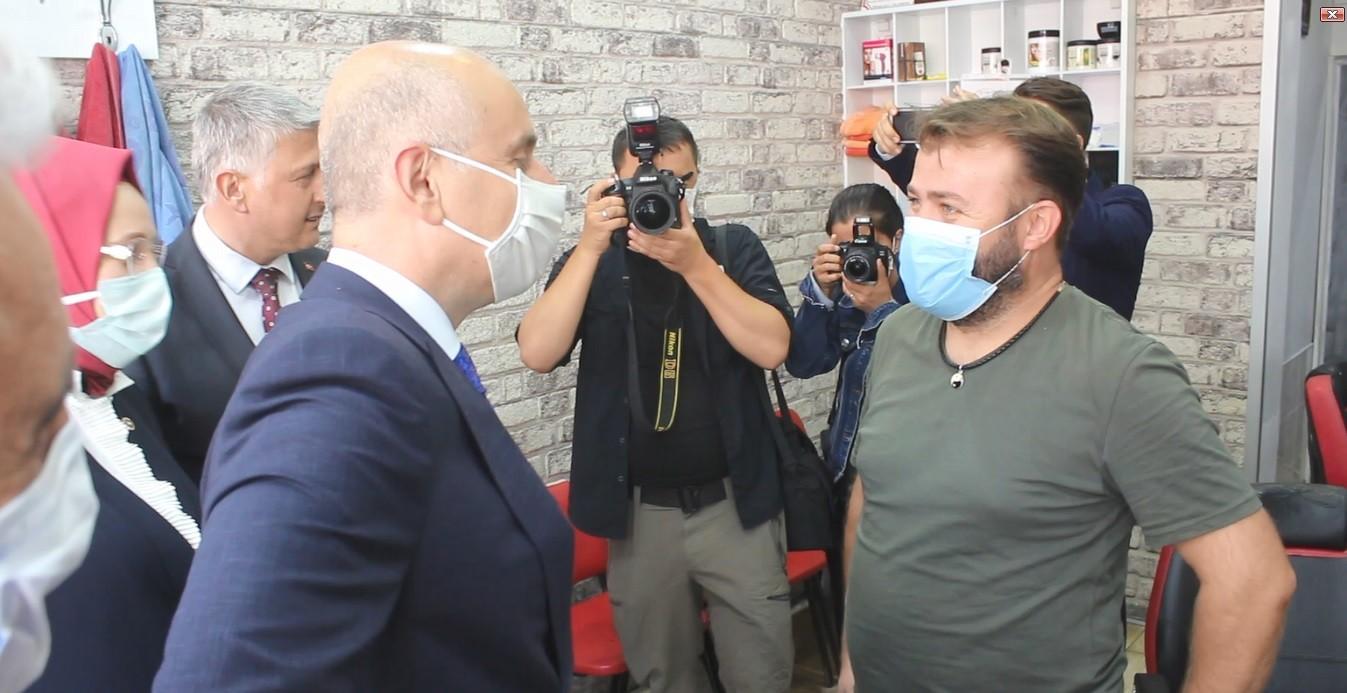Bakan Karaismailoğlu'nun Tekirdağ'da berber ile güldüren diyaloğu