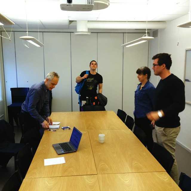 Idag träffade vi Anders från Västerbottenskuriren (vk.se) som gör ett reportage om Teknisk Fysik och resan vi gjorde till CERN! Så håll utkik de närmsta dagarna och glöm inte gymnasiemässan imorgon - vi kommer finnas i Humanisthuset!
