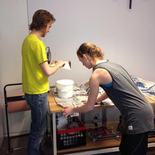 Robottävlingen närmar sig... 17 april smäller det! #banbygge #robottävling #tekniskfysik #umu