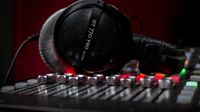 Kulaklık-Alırken-Dikkat-Edilmesi-Gerekenler