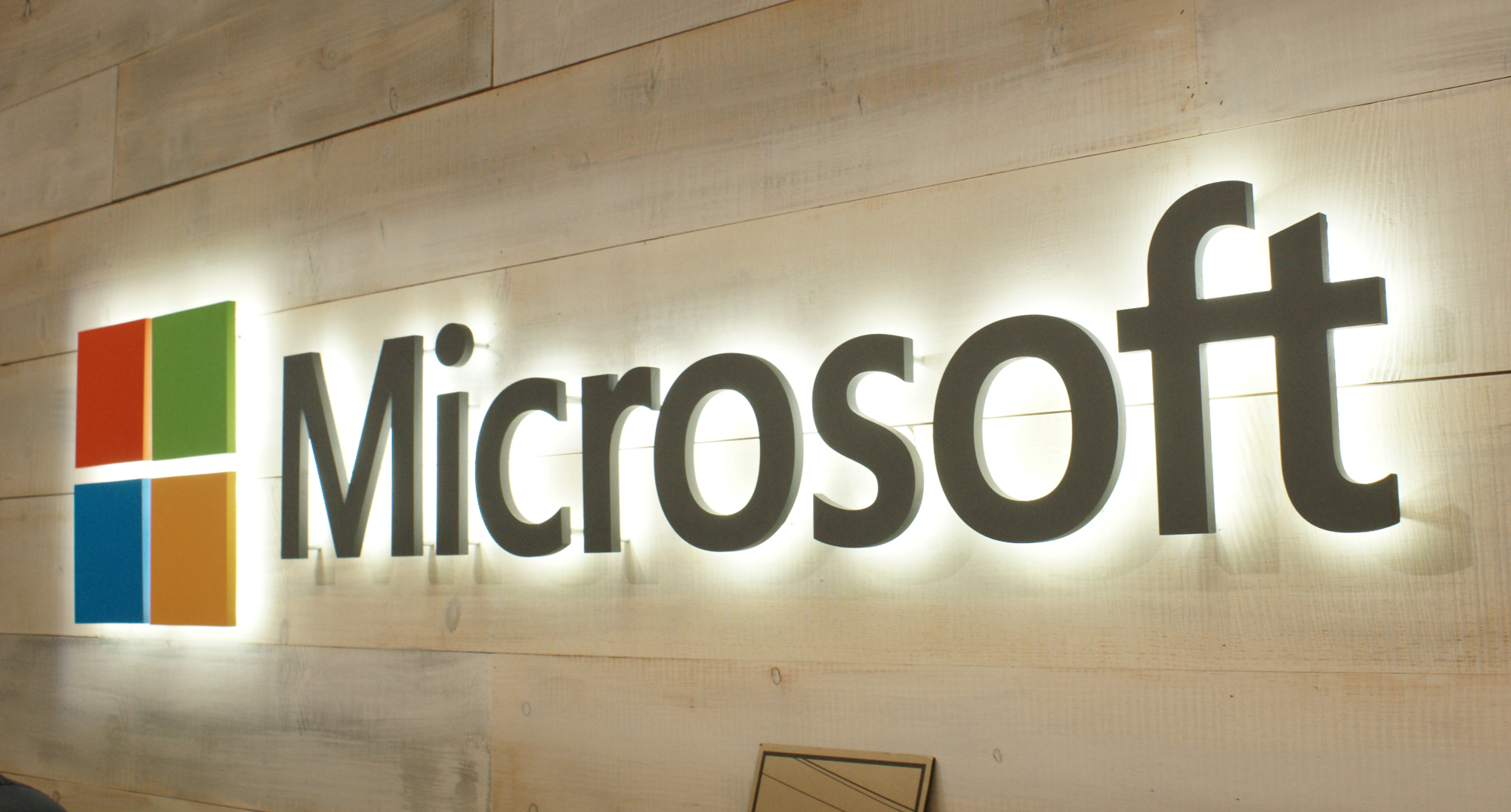 the growth of the microsoft company and its products Microsoft was still a no-name startup based in redmond, wash when it launched its operating system, msdos in the early 1980s from the beginning, however, the company believed that this was not your average product launch.