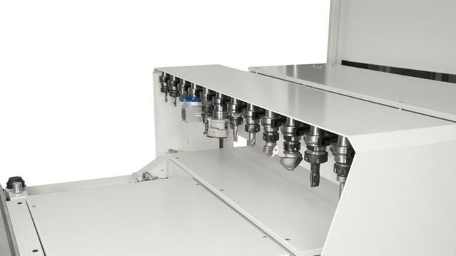 Обрабатывающий центр с ЧПУ Morbidelli M 400, производство SCM Италия, вид сбоку