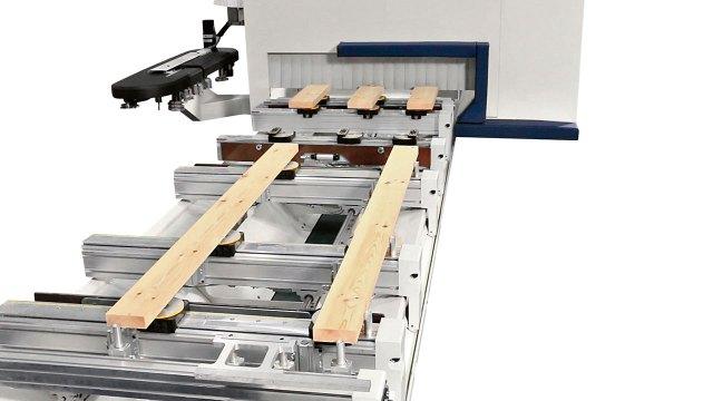 Рабочий стол для дверей из массива древесины станка ACCORD 42 FX, производство SCM Италия