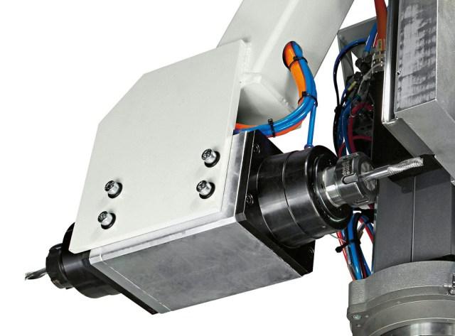 Горизонтальный фрезер обрабатывающего центра с ЧПУ Morbidelli 400F, производство SCM Италия