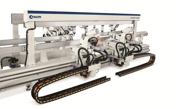 Обрабатывающий  проходной центр с ЧПУ ROUTECH ARIES для обработки дверей, производство SCM GROUP (Италия)