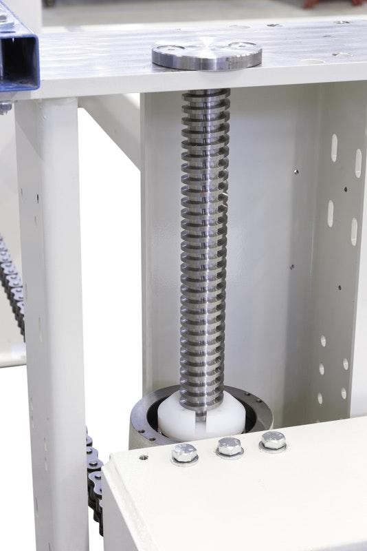 Трапецеидальный винт углового раскроечного центра Gabbiani A2, производство SCM Италия