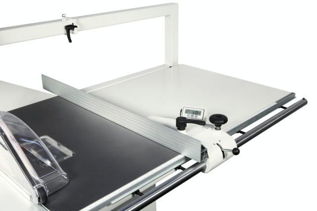 Цифровой индикатор линейки параллельных резов круглопильно-фрезерного станка Minimax ST 3C, производство SCM Италия