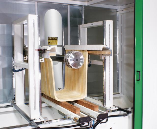 3-х осевой обрабатывающий центр с ЧПУ Split для раскроя фанеры на криволинейные элементы, производство Greda Италия