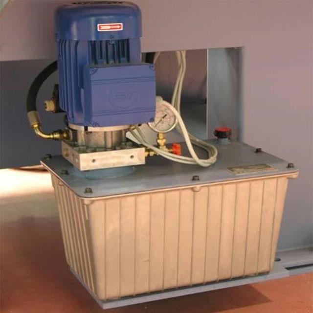 Гидравлическая станция линии сращивания древесины на мини-шип SKYLINE, производство Bottene (Италия)