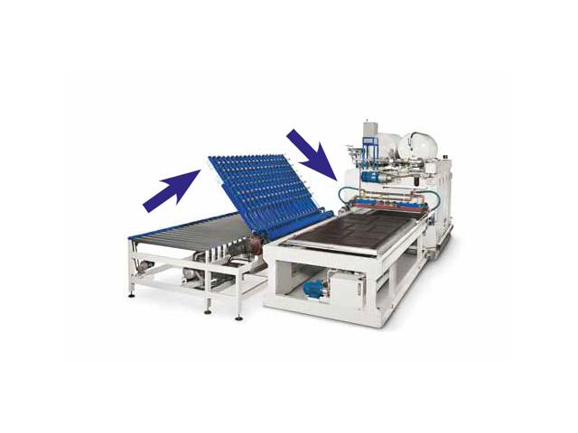 Манипулятор с присосками переворачивается на 180° для захвата запрессованных панелей для мембранного пресса с 1 загрузочным лотком AUTOMATION 1 TRAYS, производство ORMA Macchine (Италия)