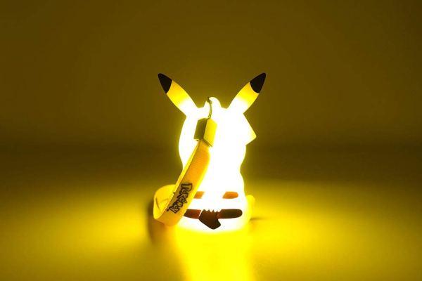 光るピカチュウフィギュア-9cm 10
