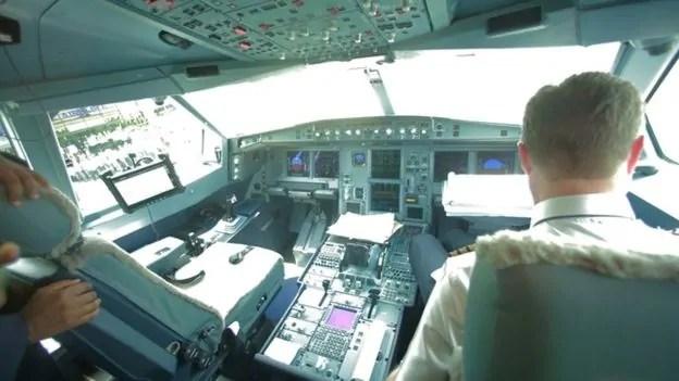 Muonekano wa ndege aina ya Airbus A300-200 sehemu ya marubani
