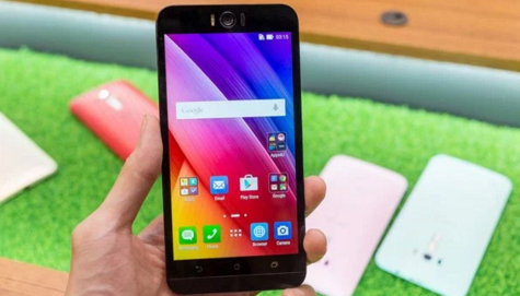 Zenfon Selfie Dengan Kamara yang di Tunggu
