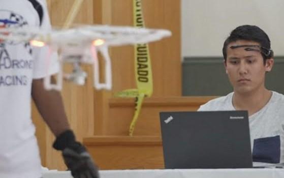 Menerbangkan drone dengan kekuatan pikiran