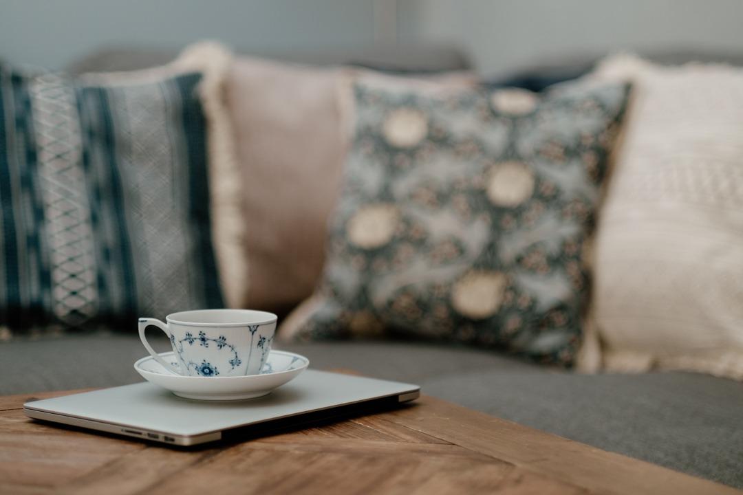 royal Copenhagen blue fluted tekopp, Atwood elmwood bord