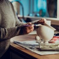 Piffa till krukor med målarfärg och bikarbonat