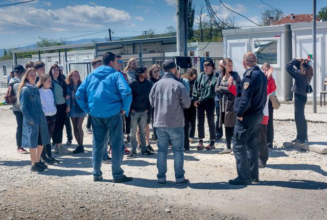 Efterskoleelever fra Flakkebjerg på rundtur i Tabanovtse Transit Camp