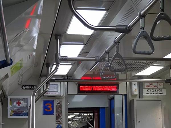 ※次の到着駅のインフォがちゃんとあった。