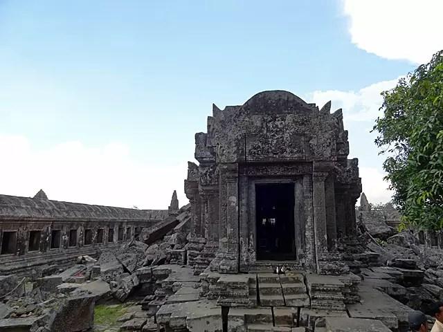 中央祠堂に描かれているシヴァ神のレリーフ。