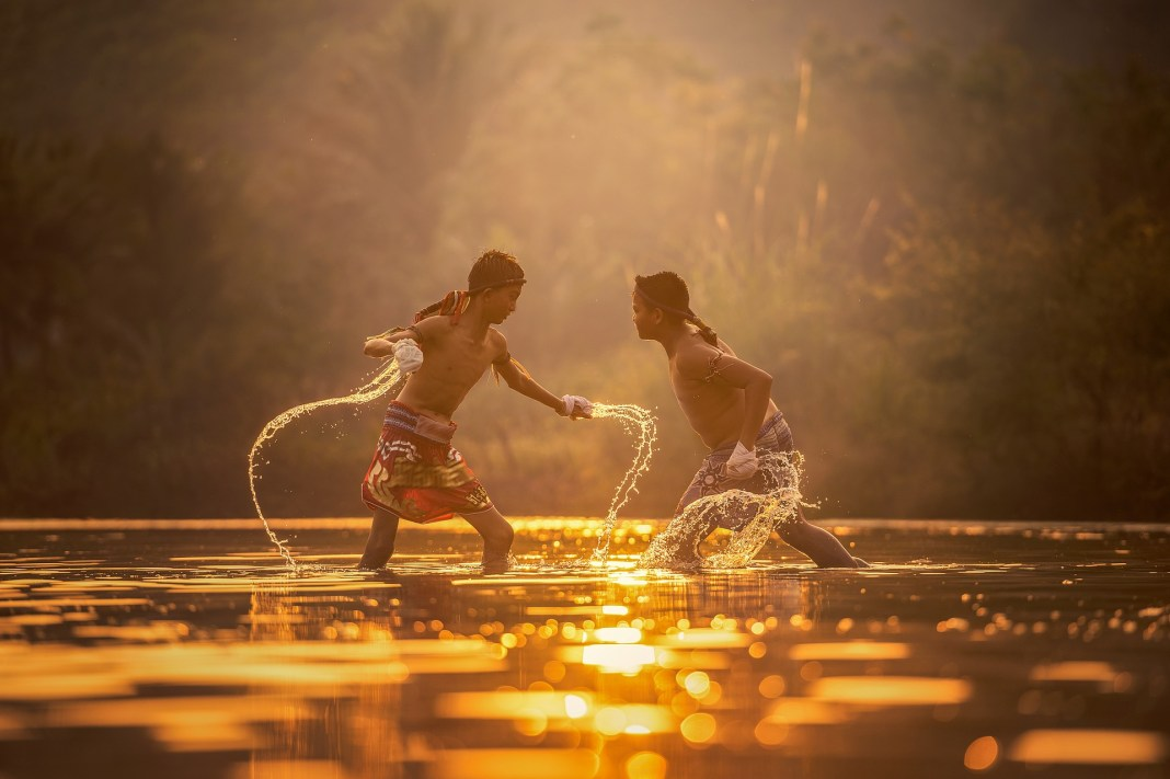 Chicos agua