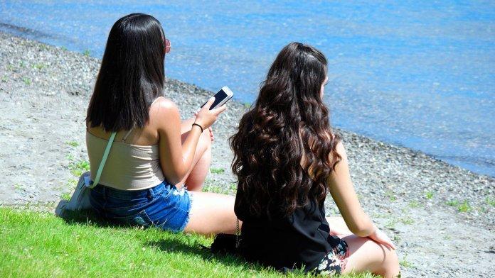 jovenes-video-internet-celular