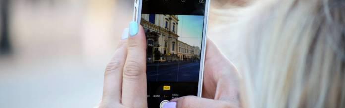 Celular tomando foto