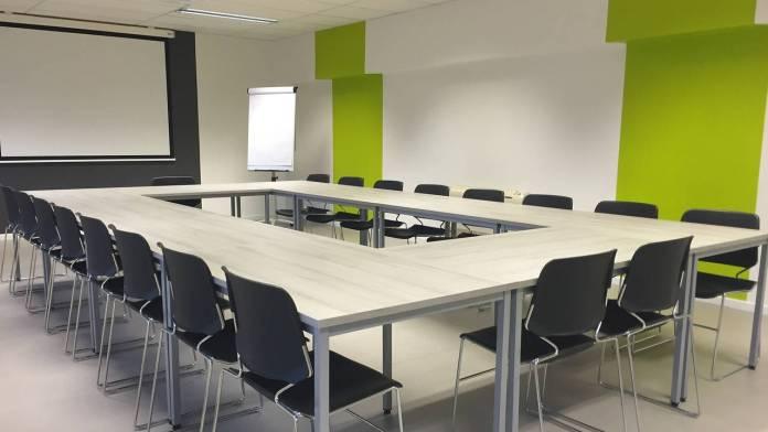 Imagen de una sala de reuniones