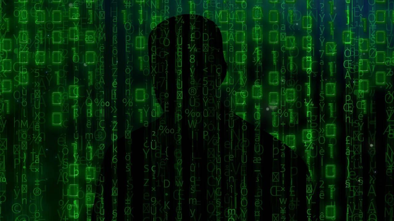 Códigos y sombra de una persona