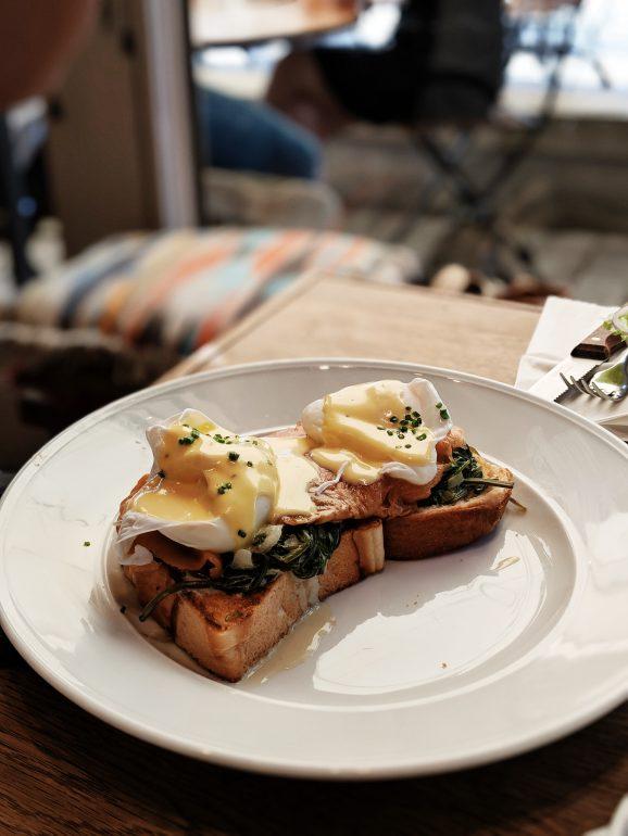 da da and da tel aviv eggs benedict