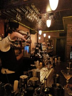 223 cocktail bar in tel aviv bartender