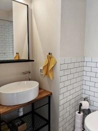 airbnb apartment bathroom