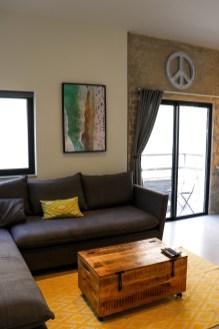 airbnb apartment in tel aviv living room