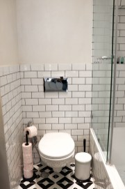 airbnb apartment in tel aviv bathroom