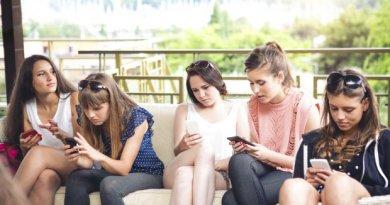 Nederlander ergert zich groen en geel aan smartphone gebruik familie en vriend