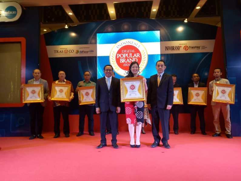 Royal Garden Spa Memenangkan Indonesia Digital Popular Brand Award 2018