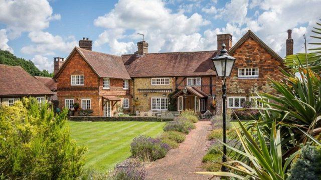 Shtëpia e fshatit më e bukur se çdo vilë: Enterieri i cili të mahnitë!