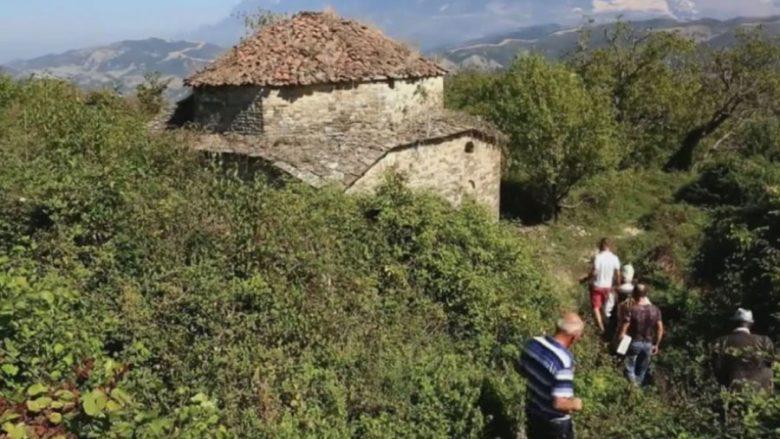 Xhamia 350-vjeçare, e mbuluar nga ferrat