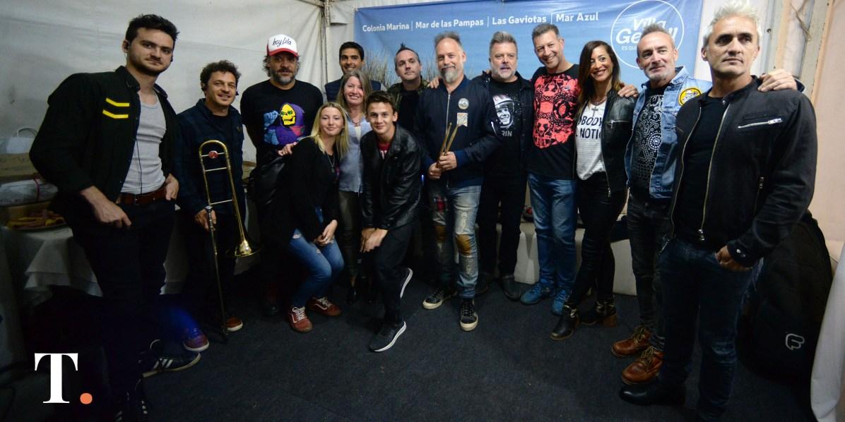 El secretario de Turismo junto a los músicos (Fotos Ricardo Stinco).