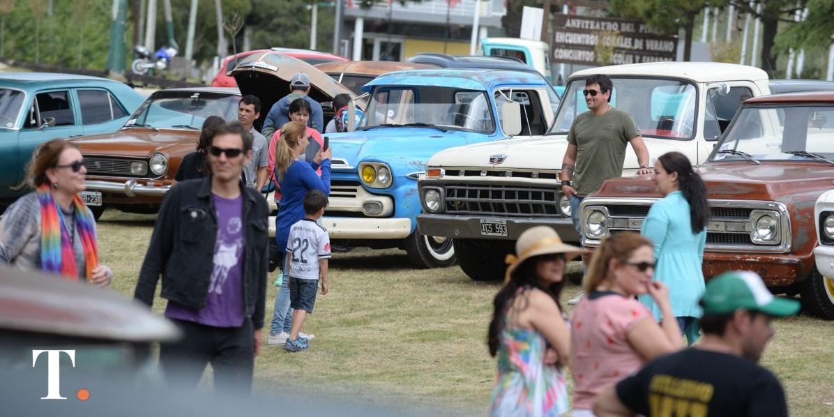 Decenas de vehículos, cientos de visitantes a la jornada.