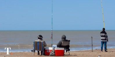 La tranquilidad de la playa también estuvo inmersa en la Fiesta Nacional de la Brótola.