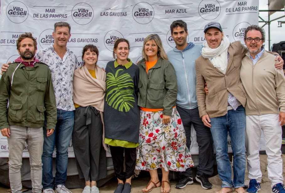 Pauls, Felice, Ben, Isla, el director de Turismo de Villa Gesell, Marcelo Iglesias, Brea y otros protagonistas del encuentro.
