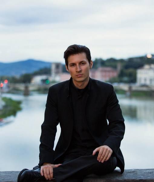 Павел Дуров в дорогом костюме