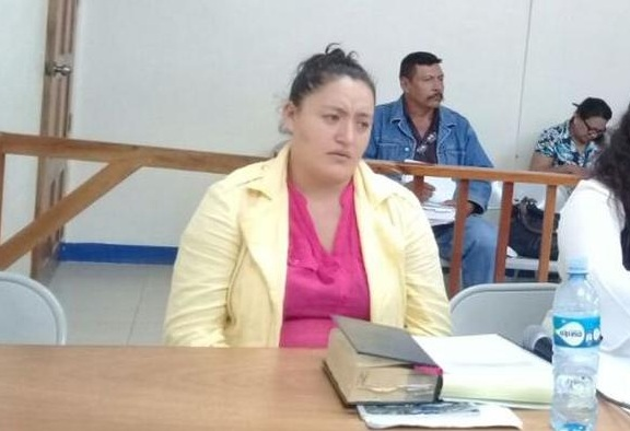 Mujer acusada de matar a su ex pareja es declarada no culpable.