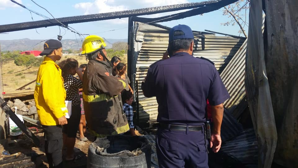 Incendio consume enseres de vivienda en Estelí.