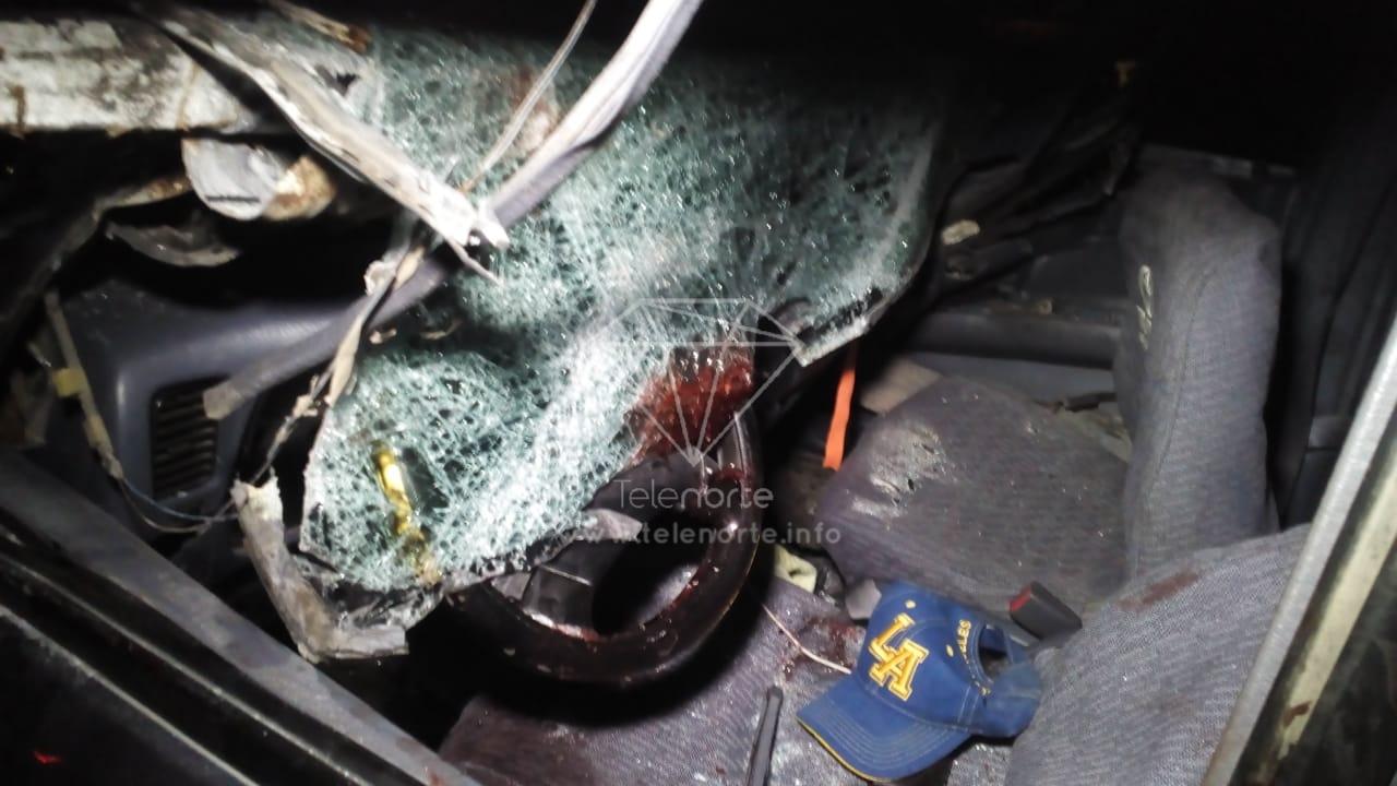 Dos muertos dejó choque de camioneta contra camión estacionado