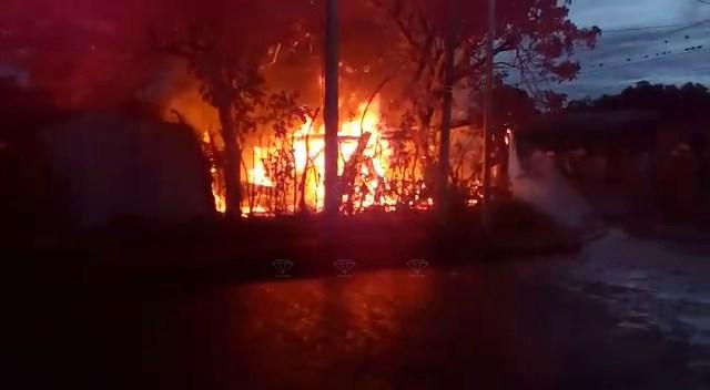 Voraz incendio deja a humilde familia a la intemperie en Estelí.
