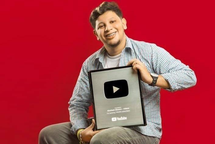 El comediante nicaragüense Abraham Moreno consigue placa de plata por parte de YouTube.