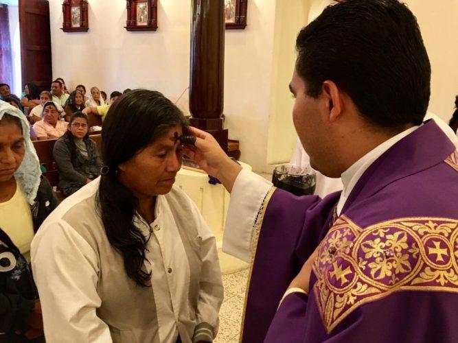 Iglesia católica celebra la Cuaresma con miércoles de ceniza