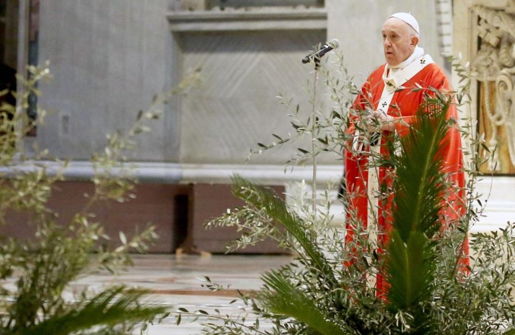 Papa abre Semana Santa en medio de pandemia; dice que ahora es momento de servir